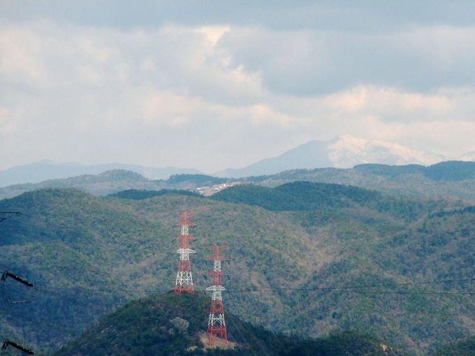 5合目の展望台から白銀の那岐山の眺望