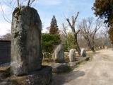 わさび園 近く祖神の並ぶ水車道
