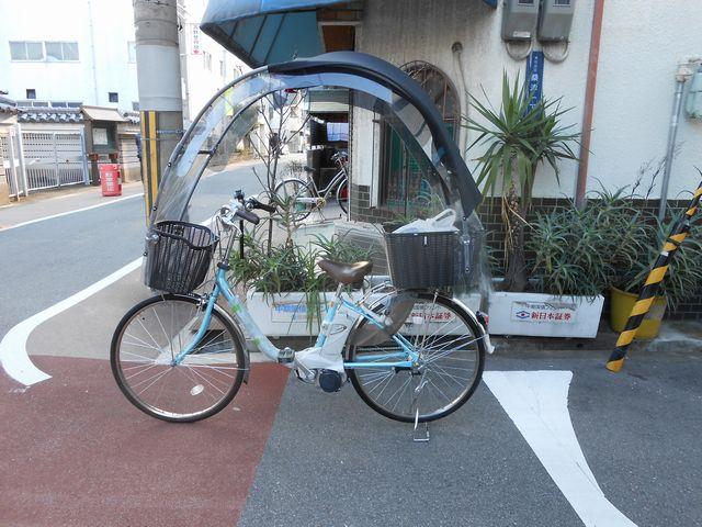... は影、冬にはテントの自転車