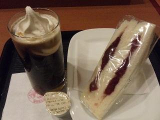 プリモカフェ(260円)&苺サンド(180円)