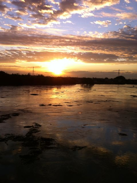 朝焼け 川