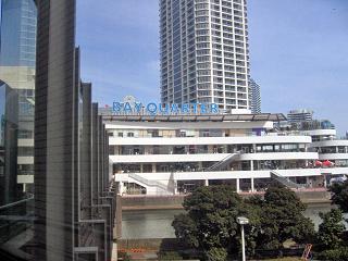 横浜そごうからみたベイクォーター