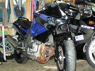 ZZR400277.jpg