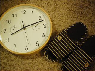 時計とスリッパ