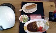 五平餅(上)とブルーベリーカレー(下)