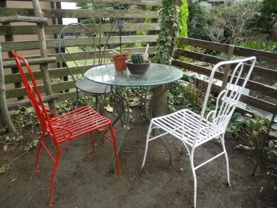 2011.10.24 庭の椅子2