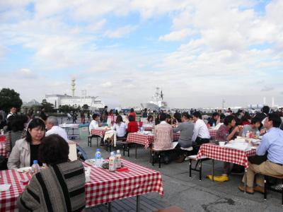 2011.11.12 1000人で食事 船2