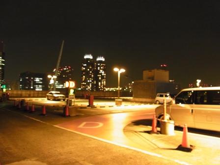 駐車場夜景