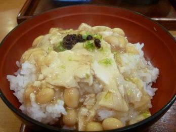 湯葉と豆腐と大豆のあんかけ丼