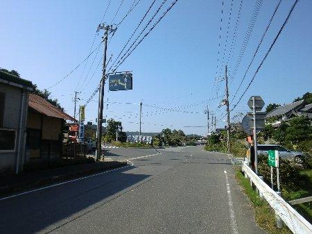 県道8号から広域農道へ分岐点