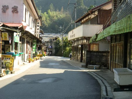 室生寺前の道