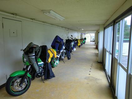 三朝ロイヤルホテルバイク置き場
