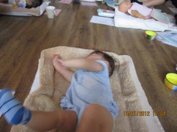 Baby+Massage+002_convert_20120119133023.jpg