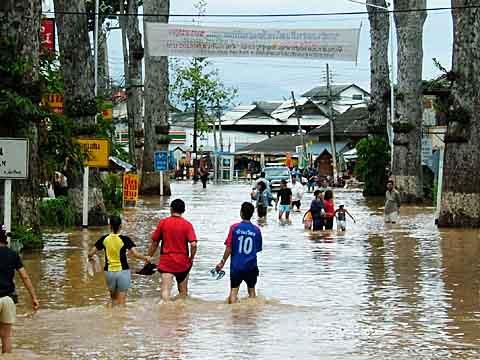 浸水した幹線道路(2)