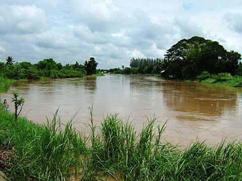 洪水敷のないタイの川