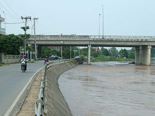 土手の無いタイの川(2)
