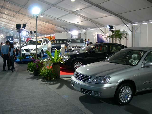新車の展示