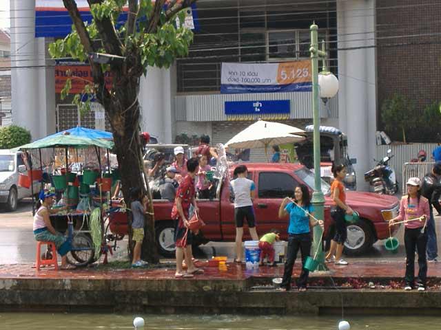チェンマイのソンクラン(水掛祭り)