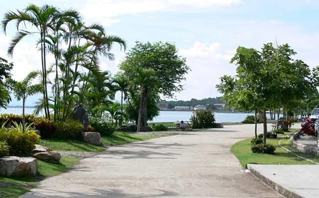パヤオ湖畔の素敵な公園