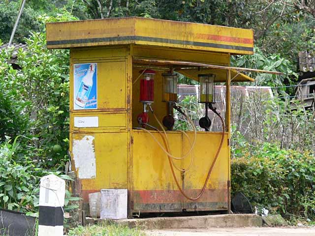 手動式計量器のガソリンスタンド