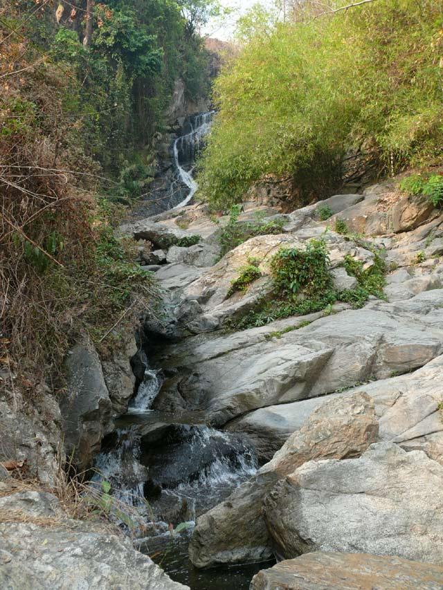 フアイケーオ滝