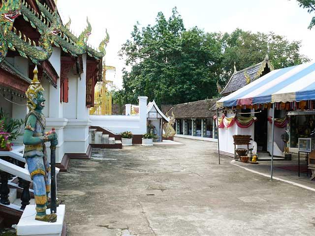 ドイカム寺(2)