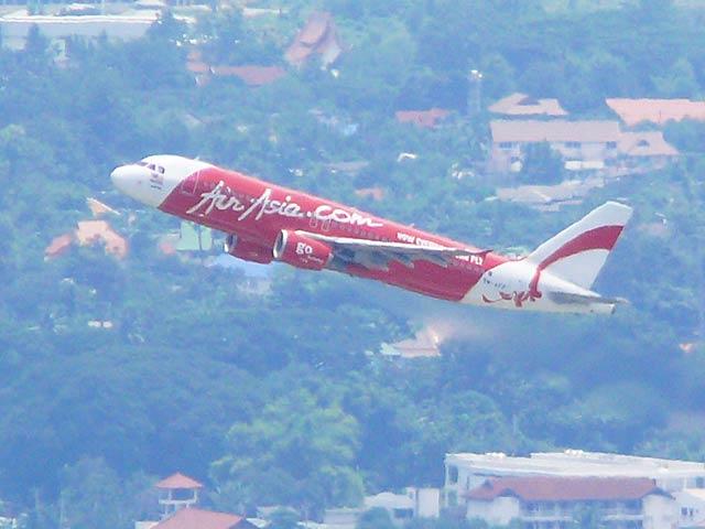チェンマイ空港を離陸したエアアジア機