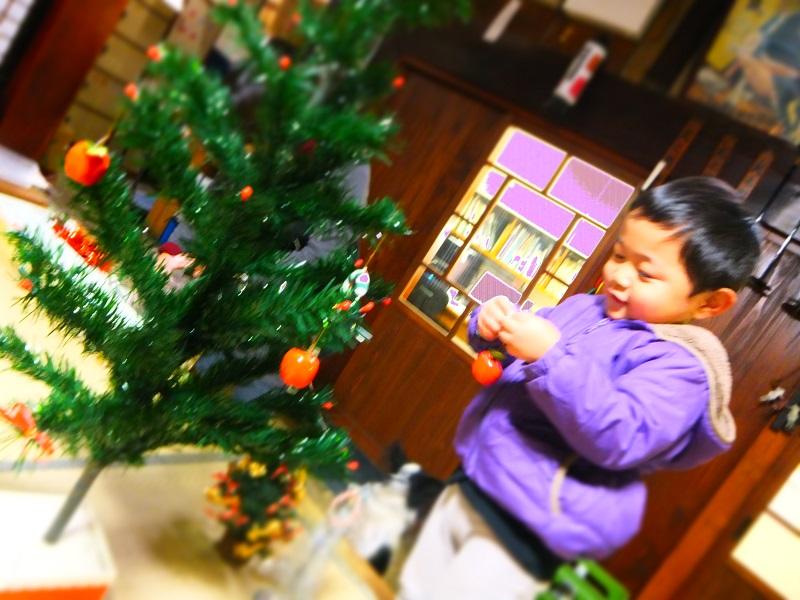 クリスマスツリー飾り付け2