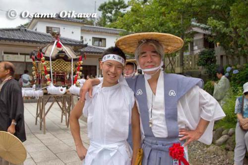 姥神大神宮渡御祭 2012 下町巡幸 神輿頭取と担ぎ手