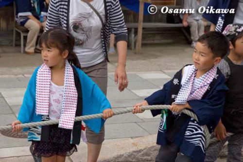 姥神大神宮渡御祭 2012 下町巡幸 山車を引く子供