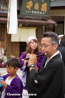 姥神大神宮渡御祭 2012 下町巡幸 笛を吹く人