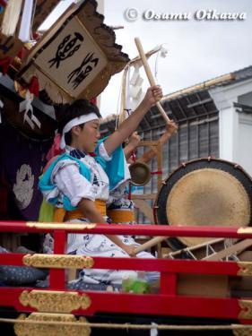 姥神大神宮渡御祭 2012 下町巡幸 愛宕町の襦袢を着る子供