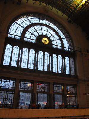 ブダペストの駅の窓