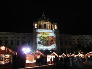 マリアテレジア像のクリスマスマーケット