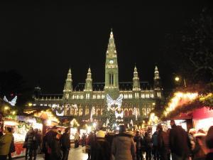 市庁舎前のクリスマスマーケット