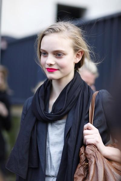 bright-pink-lipstick.jpg