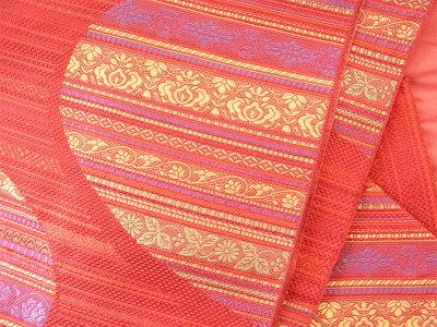 軽くてしめやすい、さすが小森さんの帯です。色違いも何色かありました。最近はこのシリーズ、織っていらっしゃるかどうか…。