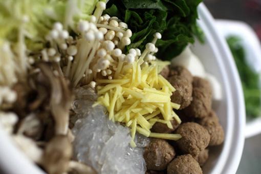 生姜たっぷり中華風肉団子のさっぱりお鍋