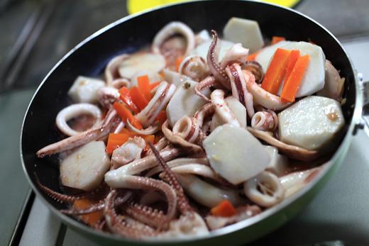 イカと里芋の炒め物