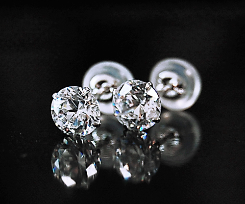 $結婚指輪&婚約指輪の沖縄で上手な見つけ方-K10ホワイトゴールドスタッドピアス最安