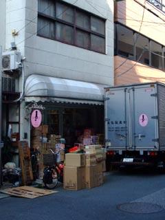 トトコ店舗前。
