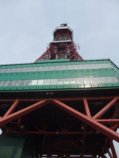 春のテレビ塔。
