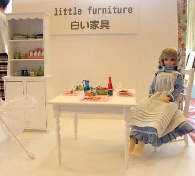 白い家具。