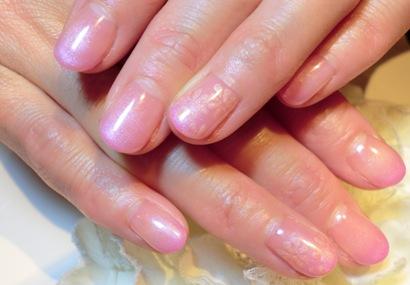 ジェルネイルデザイン画像 ピンク オフィスネイル シンプルネイル お花 上品ネイル カラーグラデーション ネイルサロンマジーク 阿保 雅子140129