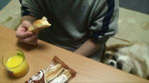 夜食のパン.JPG