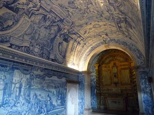 アズレージョが印象的な教会