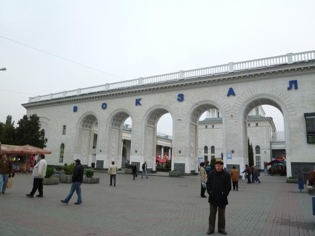 シンフェローポリ駅