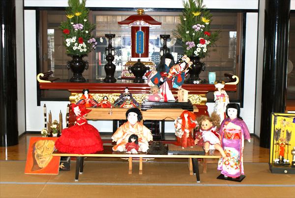 「人形提灯供養祭」事前供養 祭壇