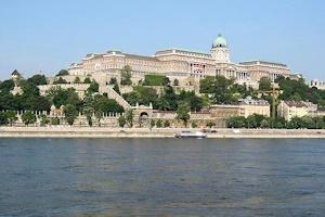 ブダの王宮とドナウ川