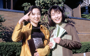 主演の常盤貴子と永作博美(左)